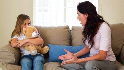 Mor kjefter på datter