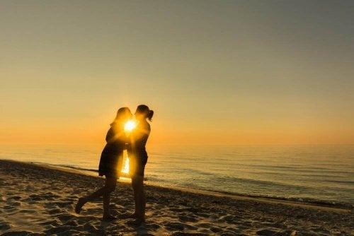Par i solnedgang