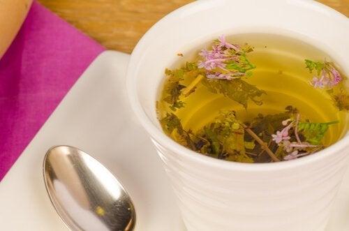 Te av legevendelrot for å redusere angst