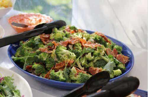 Brokkoli- og skinkegryte, en lett hjemmelaget oppskrift
