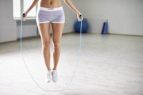 Lær deg 5 fettforbrennende øvelser