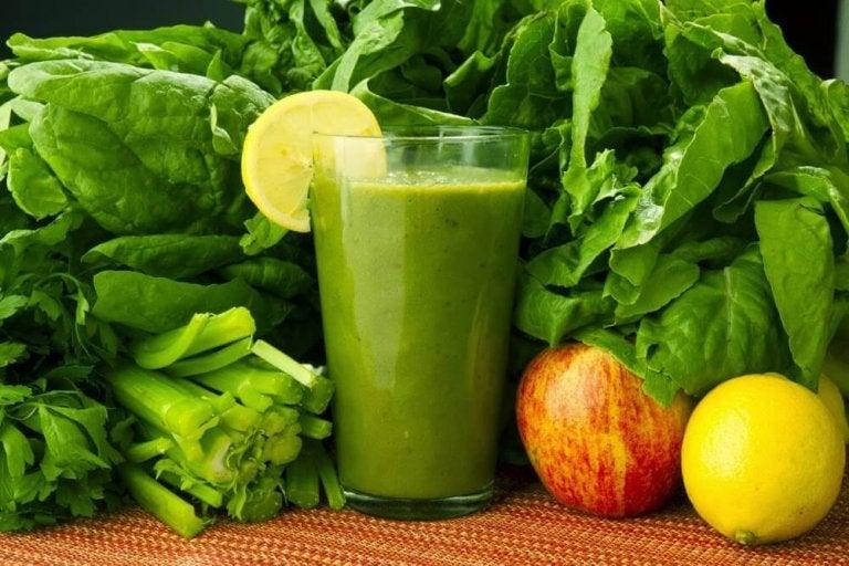 Spinat, gulrøtter og sitron: En drikk for å bli kvitt toksiner