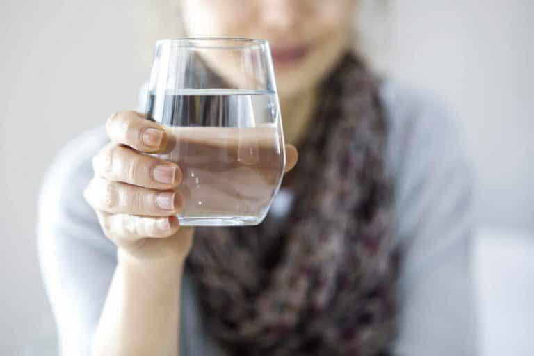 Myter og sannheter om det å drikke vann for vekttap