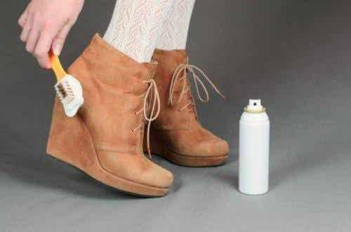 Lær hvordan du rengjør skoene dine