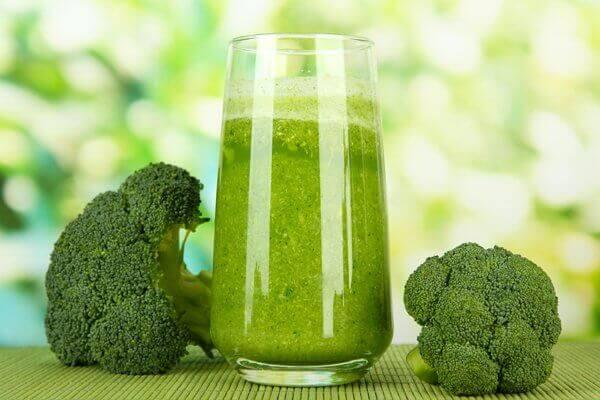 Smoothie med brokkoli for å forhindre beinskjørhet