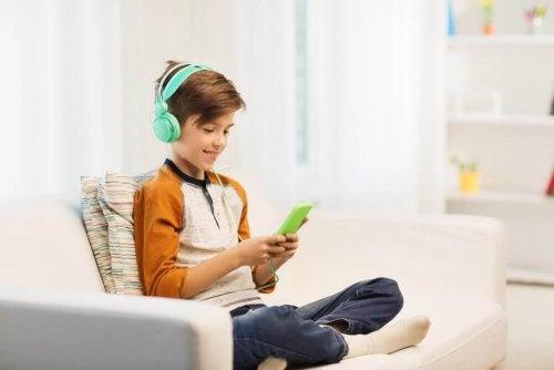 Barn avhengig av teknologi