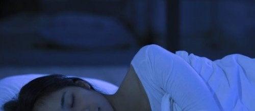 Prøv disse 6 tipsene for å få en foryngende søvn