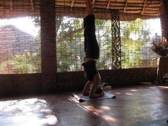 yogastilling med bena opp
