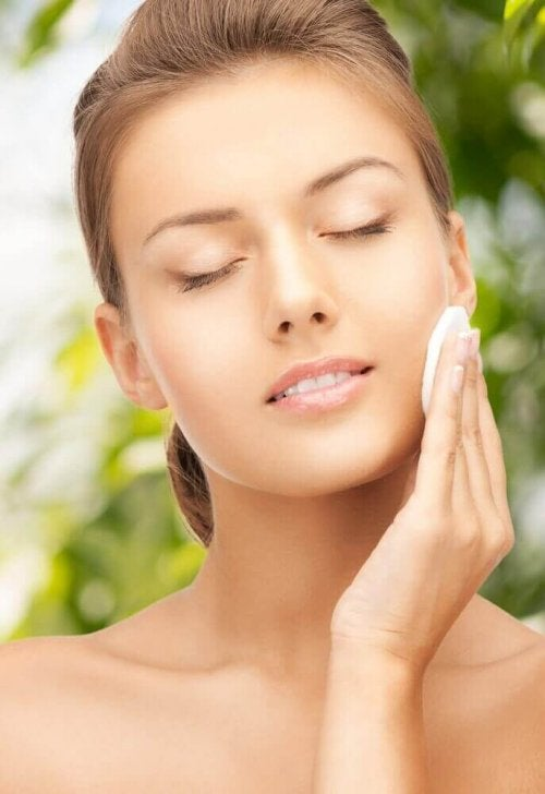 Naturlige tonere for vakker og glødende hud