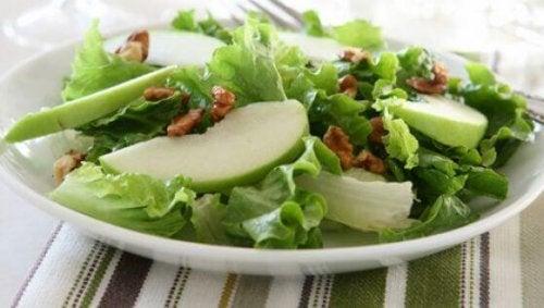 Smakfulle salater med grønne epler og selleri