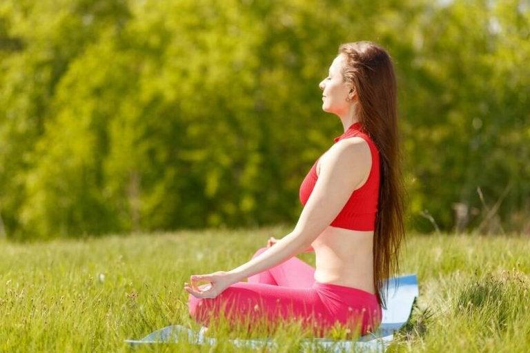 7 yogastillinger for lykke og bedre følelsesmessig helse