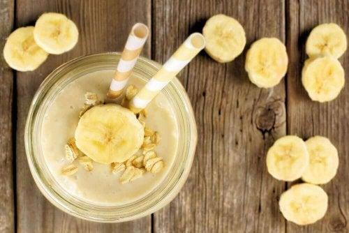4 oppskrifter på en mettende smoothie med havremelk