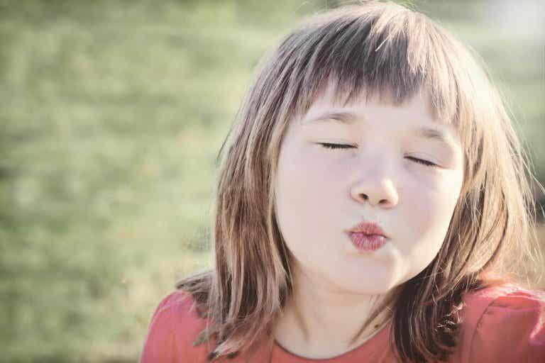 Du kan ikke tvinge barna til å hilse med et kyss