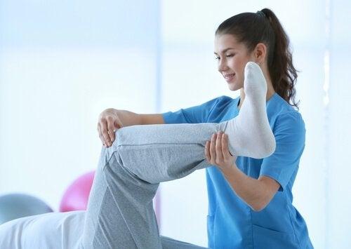 Slik behandler du muskelkramper hjemme