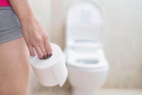 Kvinne og toalett