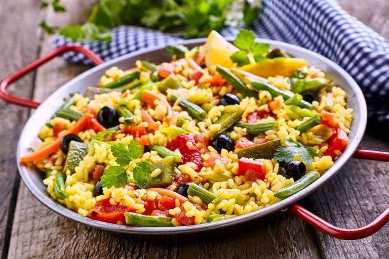 Vegansk paella med få kalorier - slik lager du det!