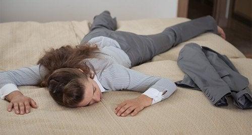 5 kveldsvaner for å føle seg mindre trøtt neste dag