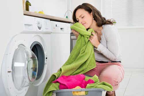 Lær hvordan du kan fjerne dårlig lukt fra håndklær