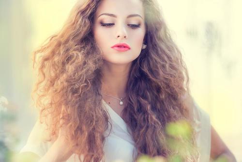 5 hårmasker for å forebygge krusete hår