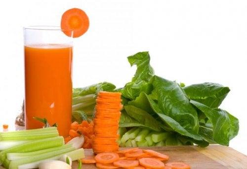 8 naturlige juicer for å bekjempe gastritt