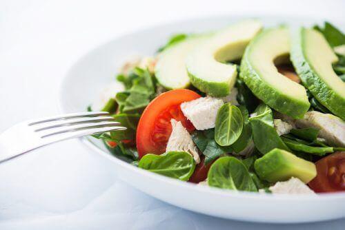 8 tips som kan hjelpe deg å spise mer grønnsaker