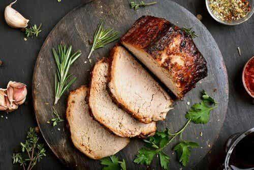 Enkel og deilig oppskrift på svinekjøtt med blåmuggost