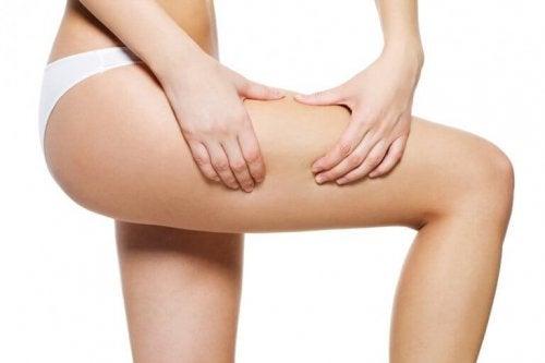 Hvordan lage oppstrammende olje for beina dine