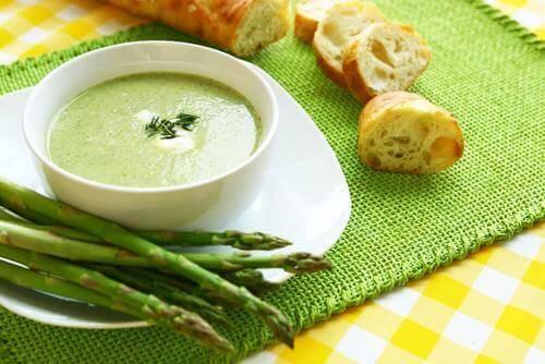 Kremet aspargessuppe: To oppskrifter du vil elske