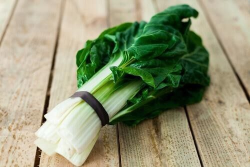 Lær hvordan å lage en sunn pai med spinat og bladbete