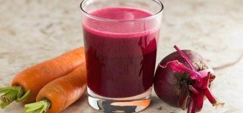 Rødbeter og gulrotjuice