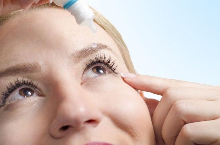 Naturlige behandlinger for tørre øyne