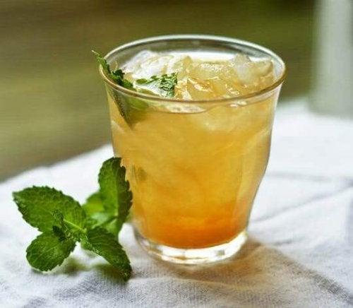 Ananas og guarana-te