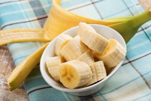 Bananer i en skål