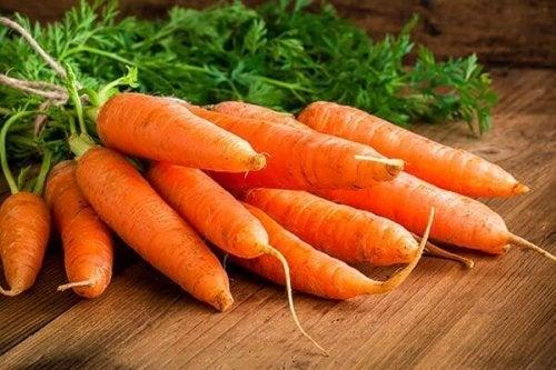 Gulrøtter er en av flere grønnsaker som forårsaker allergiske reaksjoner