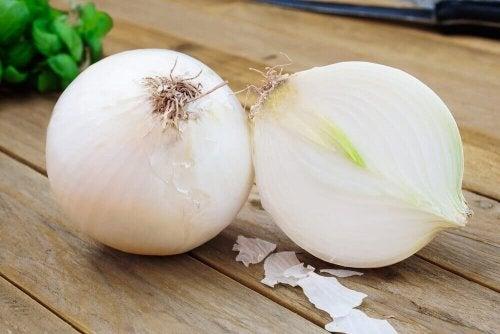 Løk: grønnsaker som forårsaker allergiske reaksjoner