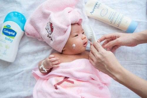 Råd for å ta vare på din nyfødte de første par månedene