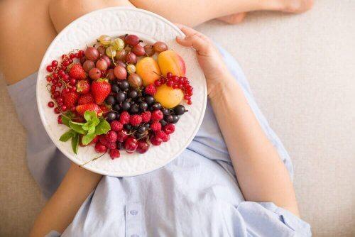 Spis frukt for å gjøre babyen din lykkelig under graviditeten