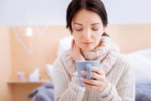Fire preparater for å lindre halsbetennelse