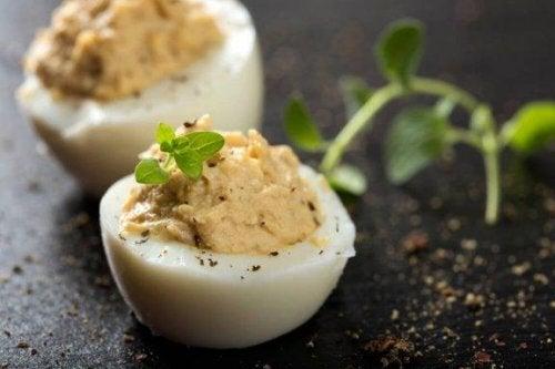 Fylte egg: 4 måter å lage det på med få ingredienser