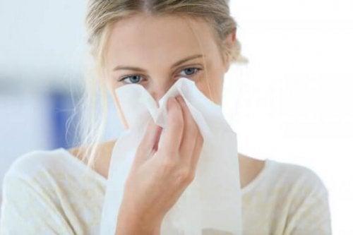Kvinne med tett nese