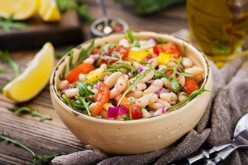 Prøv å lage bønnesalat med disse smakfulle oppskriftene