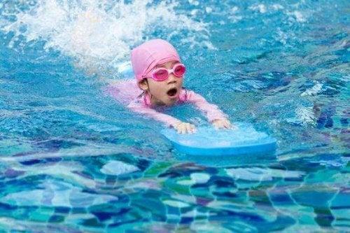 Tips for å lære barna å svømme