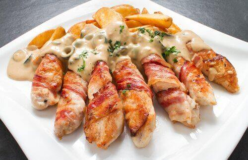 Kylling fylt med kremost, hvitløk og gressløk