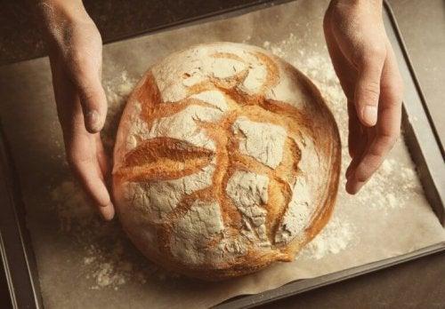 Lær å lage eltefritt brød uten gluten