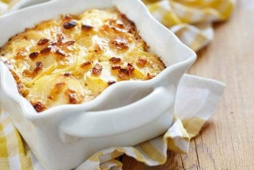 Lær hvordan du lager nydelige gratinerte poteter