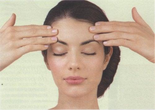 bli kvitt hodepine med hodemassasje
