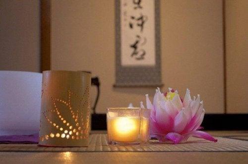 Japansk dekorering- to lys.