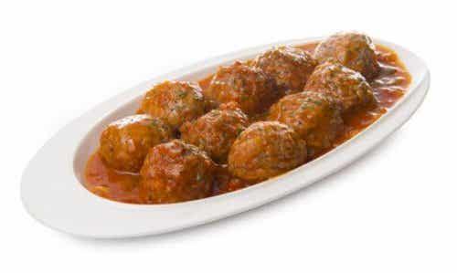 Middagsoppskrift: Deilige kjøttboller i spansk saus