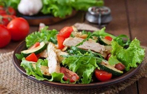 Salat med kylling.