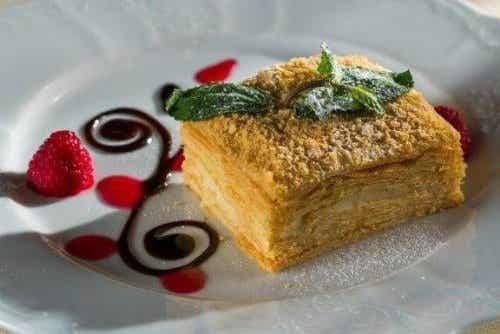 Lær å lage den deilige desserten mille-feuille